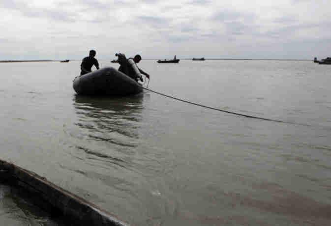 अरब सागर में डूबी नाव : छह मछुआरे तैरकर आए बाहर, एक अभी भी लापता
