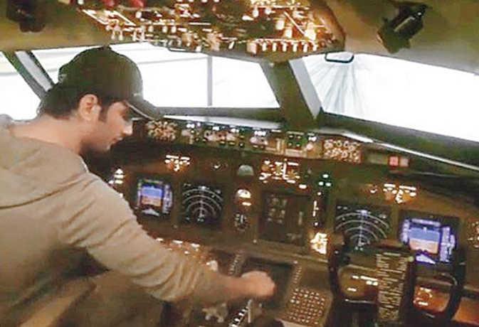 चांद पर जमीन लेने के बाद सुशांत खरीदना चाहते हैं प्लेन, घर पर ही ऐसे सीख रहे विमान उड़ाना