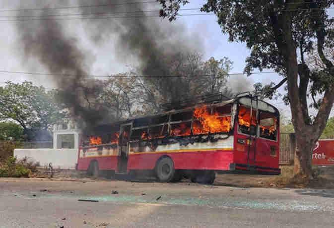 भारत बंद में बड़ी संख्या में जलाई गई रोडवेज बसें, UP सरकार वसूलेगी सार्वजनिक संपत्ति का नुकसान