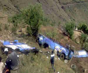 हिमाचल प्रदेश : गहरी खाई में गिरी बस, सात की मौत 12 यात्री गंभीर रूप से घायल