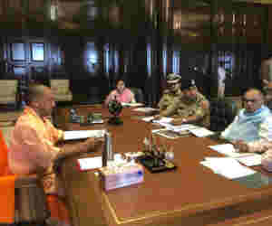 नवरात्रि पर नये दफ्तर में बैठे सीएम, अफसरों के साथ की बैठक
