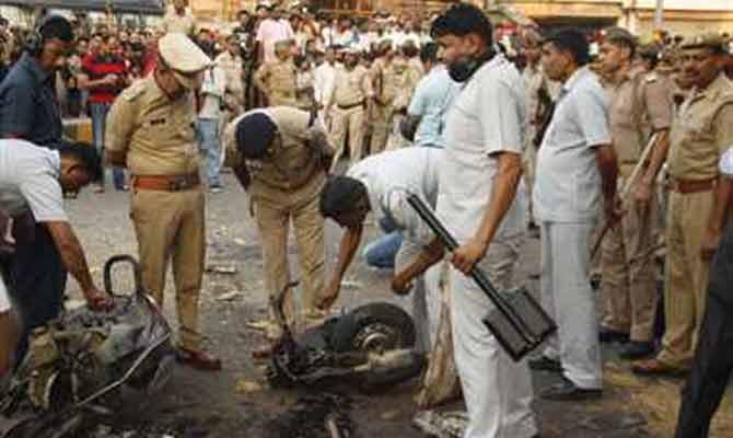 ताज सिटी में मृतकों के खिलाफ पुलिस ने लिखा मुकदमा