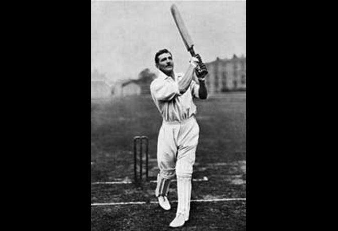49 साल की उम्र में रिटायर होने वाले इस क्रिकेटर के नाम है लगातार 6 सेंचुरी का रिकॉर्ड