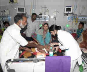 चमकी बुखार से बिहार में अब तक 80 माैतें, खाली पेट न खाएं लीची, जानें लक्षण व बचने के तरीके