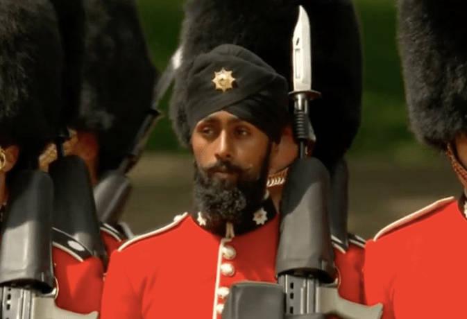 ब्रिटेन की शाही परेड में पहली बार सिख जवान ने पहनी पगड़ी, रचा इतिहास