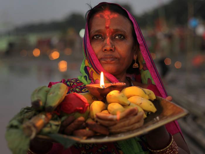 2 नवंबर को छठ पूजा तो 12 को देव दीपावली, जानें इस महीने के व्रत-त्यौहार