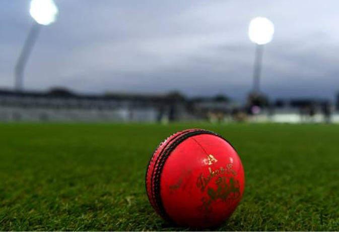 बल्लेबाज न बना पाए सेंचुरी इसलिए गेंदबाज ने जानबूझकर गेंद बाउंड्री पार फेंक दी