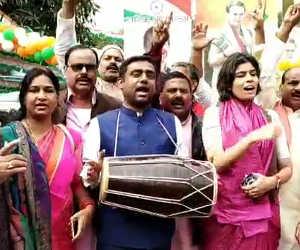 5 राज्यों के विधानसभ्ाा चुनाव परिणाम आने के बाद बिहार कांग्रेस कार्यालय में जश्न का महौल