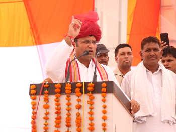 दिल्ली कांग्रेस के अध्यक्ष पद की दौड़ में अशोक तंवर व रागिनी नायक का भी नाम