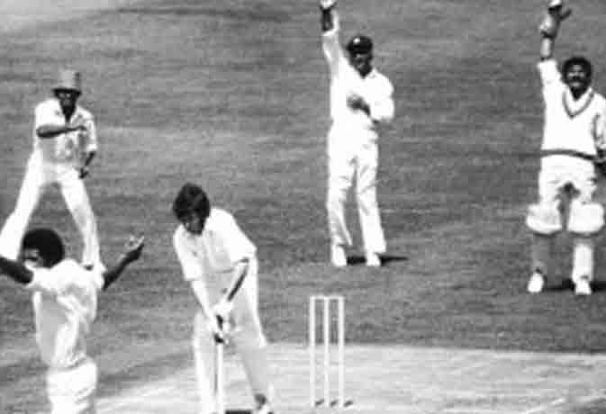 जब इस मैच में बन गए 1 ओवर में 77 रन