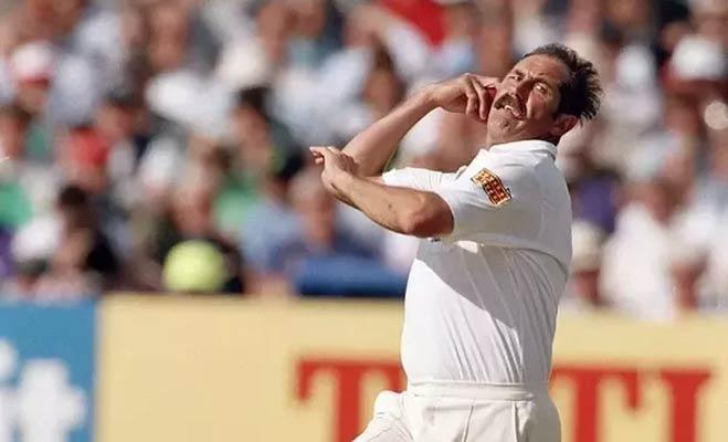 दुनिया के पांच गेंदबाज,जो दोनों हाथों से कर लेते हैं गेंदबाजी