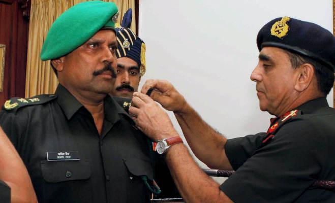 ये भारतीय क्रिकेटर पहनते हैं सेना की वर्दी,मैदान पर पाकिस्तानियों को चटा चुके हैं धूल