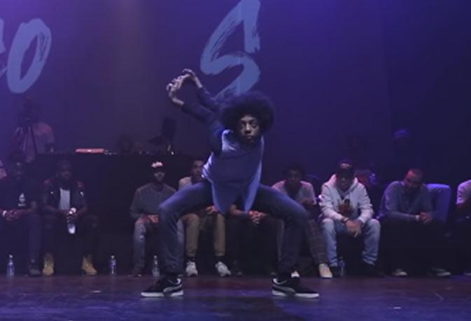 यह लड़का डांस करते-करते शरीर को मोड़ देता है कहीं से भी