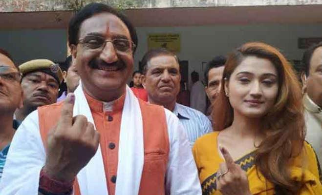 uttarakhand lok sabha election 2019 : देहरादून में वोटिंग का रंग,राज्यपाल और पूर्व मुख्यमंत्री समेत कई दिग्गजों ने किया मतदान,देखें तस्वीरें