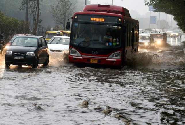 दिल्ली और मुंबई में हुई झमाझम बारिश