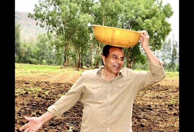 बॉलीवुड के 'हीमैन' धर्मेंद्र इस वजह से 82 साल की उम्र में कर रहे हैं खेती, देखें तस्वीरें