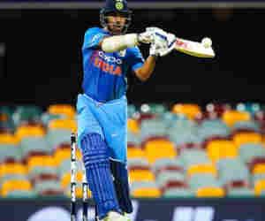 टी-20 : एक साल में सबसे ज्यादा रन बनाने वाले बल्लेबाज बने धवन, तोड़ा कोहली का रिकाॅर्ड