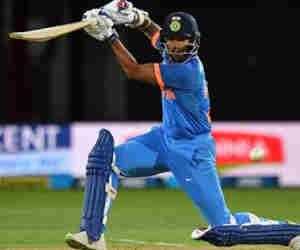 उल्टे हाथ से बल्लेबाजी कर सबसे तेज 5000 वनडे रन बनाने वाले खिलाड़ी बने शिखर धवन