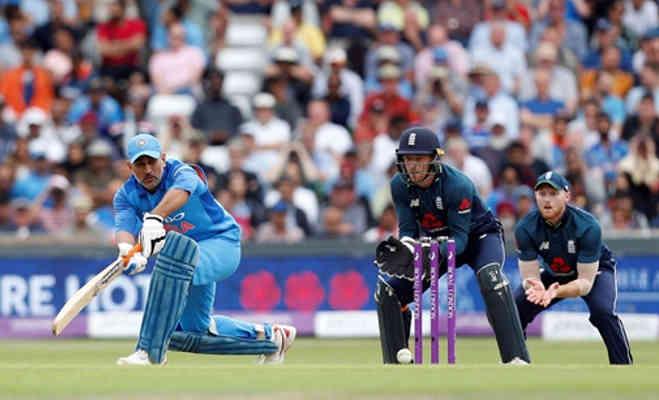 धोनी को टीम में लाने वाले ने ही उनकी बल्लेबाजी पर उठाए सवाल,कह दी इतनी बड़ी बात