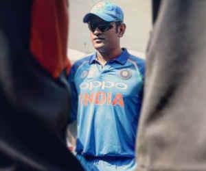 Ind vs Wi : पांचवें वनडे से पहले धोनी का कद हुआ 35 फुट, देखते ही सब हुए हैरान