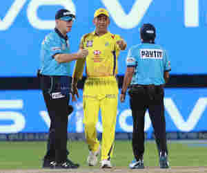 IPL में धोनी को लेवल 2 का पाया गया दोषी, जानें क्रिकेट में किस लेवल पर कितनी मिलती है सजा