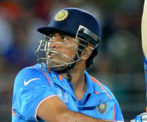 निचले क्रम में बल्लेबाजी कर 10 हजार वनडे रन बनाने वाले पहले बल्लेबाज बन सकते हैं धोनी