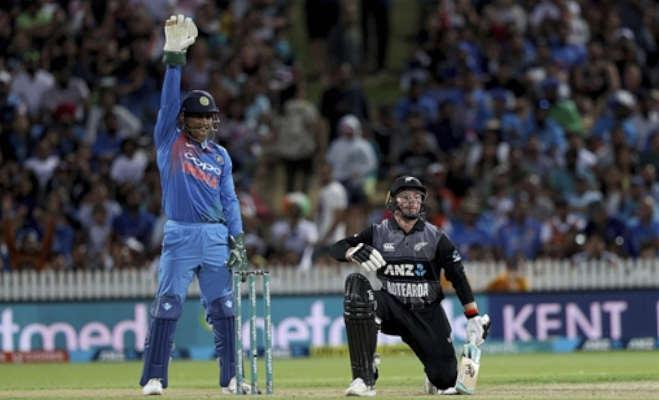 300 टी-20 मैच खेलने वाले पहले भारतीय बने एमएस धोनी,5 टीमों की तरफ से खेले हैं ये मैच