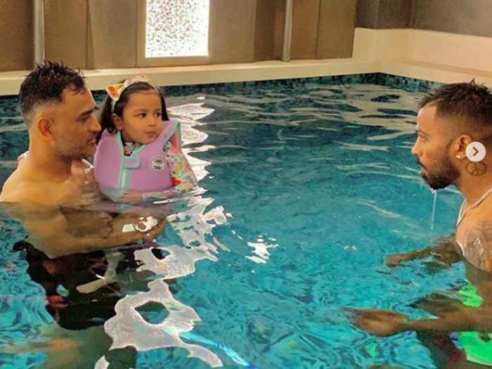 बेटी जीवा के साथ एमएस धोनी की नई तस्वीर वायरल,3 लाख लोग कर चुके लाइक