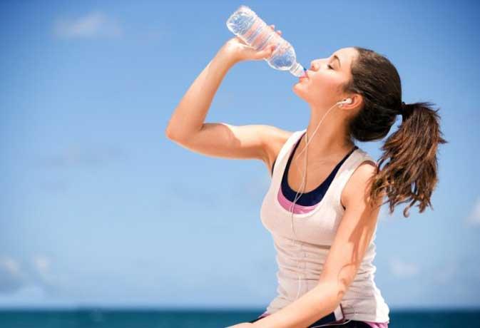 सफर के दौरान आप महसूस करते हैं पानी की कमी
