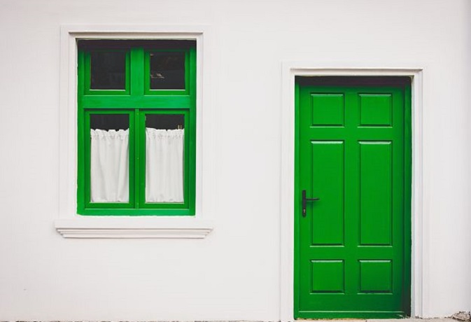 वास्तु टिप्स: घर के खिड़की-दरवाजे भी हो सकते हैं कंगाली के कारण,जानें उपाय