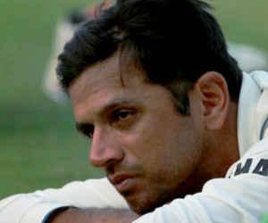 IPL में वीआईपी सीट छोड़ दर्शकों के बीच बैठा ये मशहूर भारतीय क्रिकेटर, लग चुका है बैंक की लाइन में