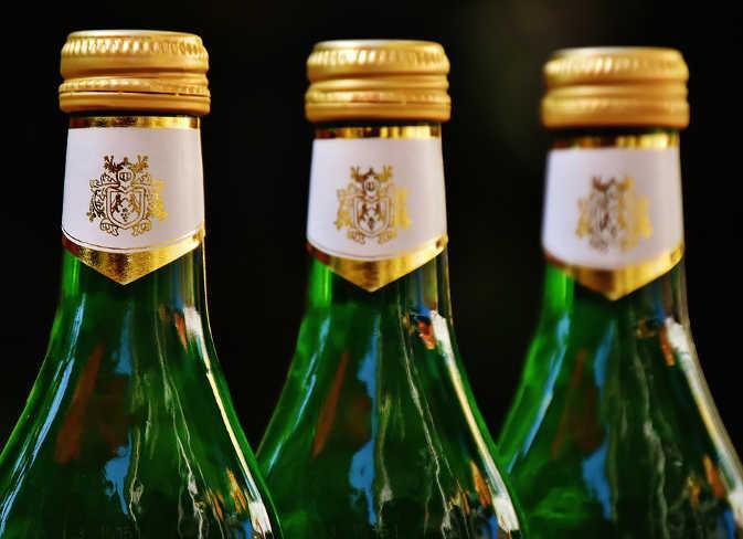 पटना में हो रही थी कार से शराब की तस्करी, पुलिस ने धर दबोचा