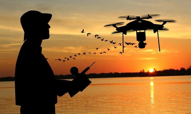 अब लेजर बीम से चार्ज होंगे हवा में उड़ते ड्रोन! बैट्री चार्जिंग के लिए जमीन पर आने की नहीं होगी जरूरत