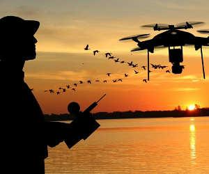 अब लेजर बीम से चार्ज होंगे हवा में उड़ते ड्रोन बैट्री चार्जिंग के लिए जमीन पर आने की नहीं होगी जरूरत