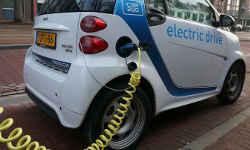 इलेक्ट्रिक वाहनों के लिए सरकार तेजी से बिछाए चार्जिंग पॉइंट्स का जाल तो बनेगी बात: फॉक्सवैगन