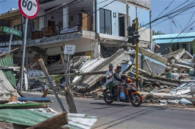 इंडोनेशिया में आए भूकंप से भारी तबाही, अब तक 300 से अधिक की मौत और ढाई लाख लोग लापता