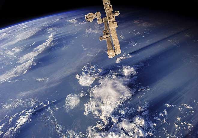 धरती की ऐसी अनोखी तस्वीरें अब तक दुनिया ने नहीं देखीं! अंतरिक्ष से लेकर लौटा ये एस्ट्रोनॉट