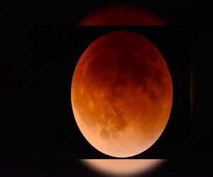 सदी का सबसे बड़ा चंद्र ग्रहण आज, जानें सूतक काल, क्या न करें?