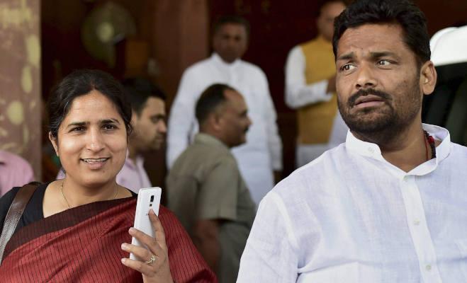 लोकसभा चुनाव 2019 में 4 दंपति : यूपी से अखिलेश-डिंपल की ललकार तो पंजाब से बादल परिवार