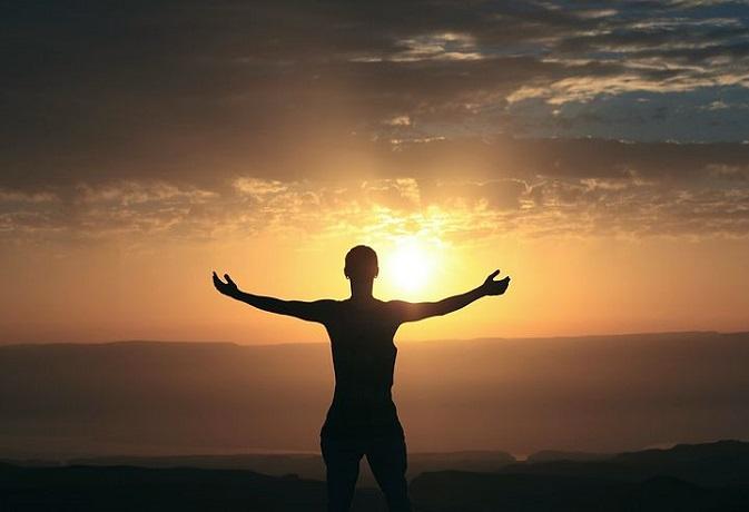 आसमान में उड़ना है तो अपनी क्षमताओं को पहचानें, वर्ना इस बाज की तरह बितानी होगी जिंदगी