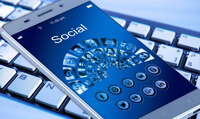 प्लंबर या इलेक्ट्रीशियन चाहिए या पुराना सामान बेचना है तो Facebook ऐप है ना!