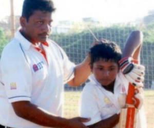 गजब है! एक ही मैच में साथ-साथ खेलते हैं ये क्रिकेटर बाप-बेटे