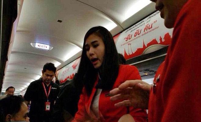जब यात्रियों से भिड़े फ्लाइट कर्मचारी