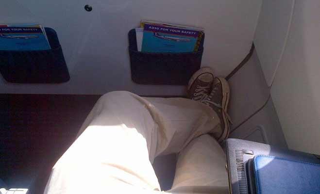 हवाई जहाज में क्रू मेंबर्स किस कोड वर्ड में बात करते हैं,यहां जानिए