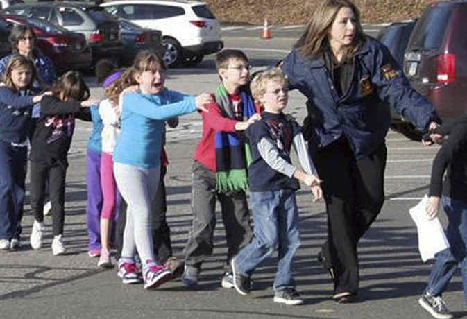 ज्यादा तबाही के लिए फायर अलार्म बजाकर की फायरिंग, पहले भी होती रही हैं अमेरिकी स्कूलों में गोलीबारी