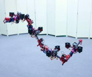 जापान ने बनाया उड़ने वाला रोबोटिक ड्रैगन जो चौंकाता भी है और डराता भी