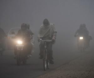 मौसम : उत्तर में घना कोहरा आैर दक्षिण भारत में भारी बारिश, शीतलहर के साथ कर्इ राज्यों में पाला