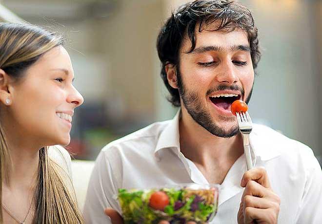 अगर लड़कियों को करना है अट्रैक्ट तो ये 10 फूड्स खाना मत भूलिए