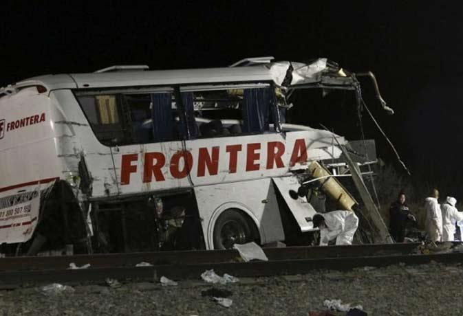 फुटबॉल खिलाड़ियों से भरी बस नदी में गिरी, 16 की मौत 10 घायल