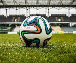 टीवी पर फुटबाल का क्रेज, लेकिन मैदान पर नहीं